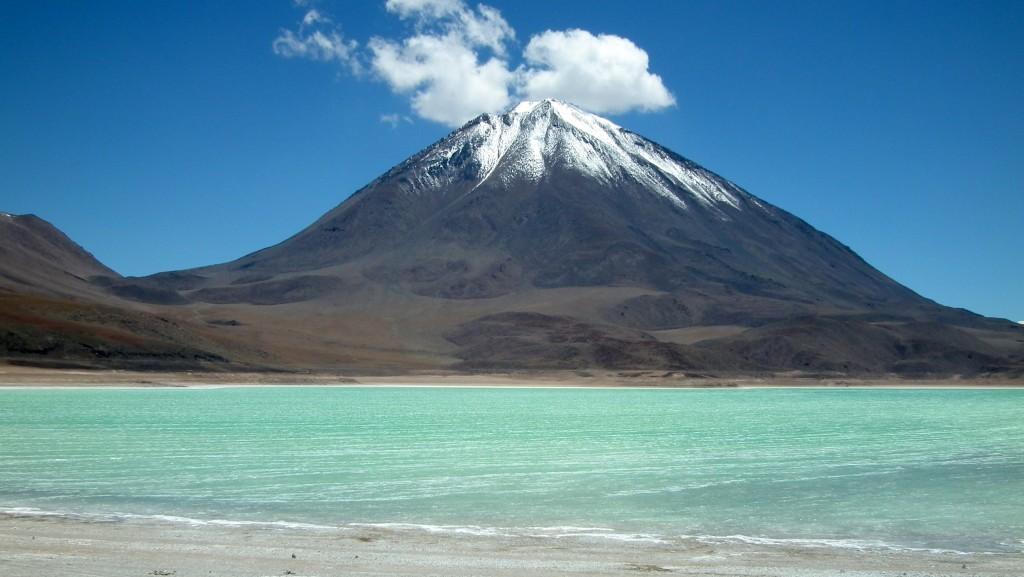 Licancabur 5920m et le Lago Verde